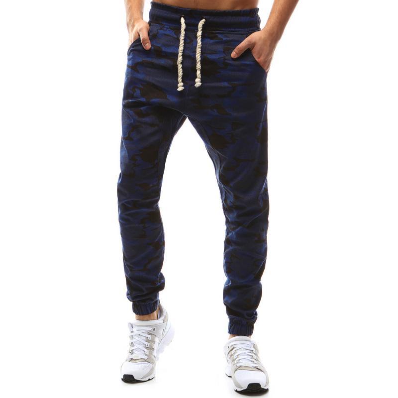 6384cc592cd4 Pánské kalhoty joggery maskáčové tmavě modrá